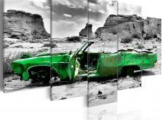 Kép - Green retro car at Colorado Desert
